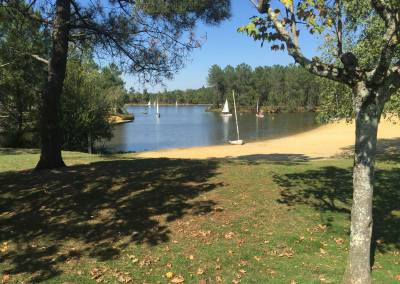 Montendre Lac is 5 minutes drive where you can use the outdoor gym, walking & jogging trails, hire boats or fish.